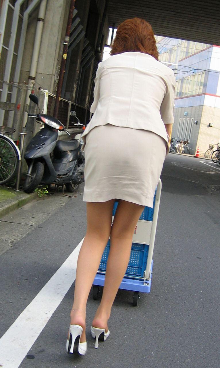 オフィスレディ(OL)のセクシーは街中にころがってます