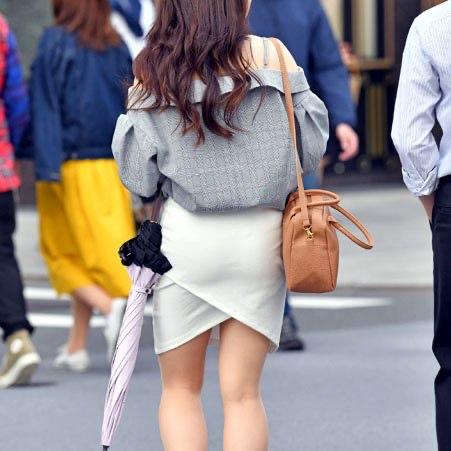 暑くても冬でも、ミニスカートが好きなエロ女子、それを好物とするスケベ