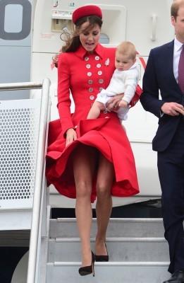【キャサリン妃】トップの階層の王妃パンチラ、神々しくエロい