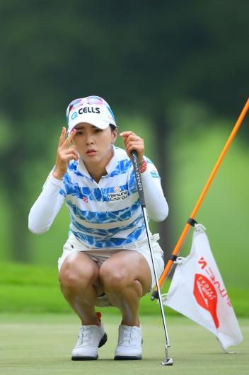 ユン・チェヨン:美女ゴルファーのミニスカの中がはっきり見えちゃった、エロっ!