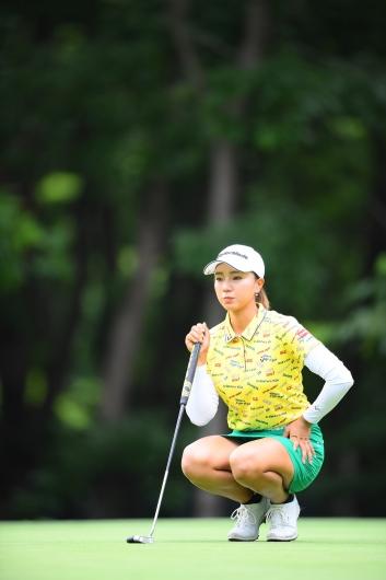 【宮田成華】[わたしのエロい太ももでシコって]で有名wな美女ゴルファー